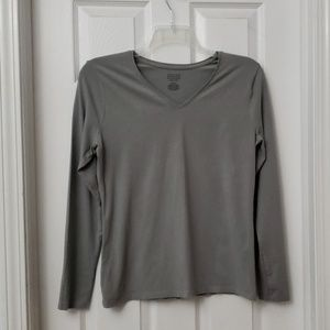 🌺Womens light gray v-neck tee. Stretchy & fitted.